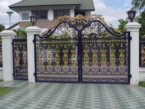 cánh cổng bằng sắt